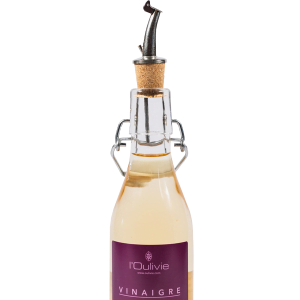 Bec verseur avec clapet. Très pratique, il régule l'écoulement de l'huile d'olive par appel d'air. Il permet de verser avec précision.
